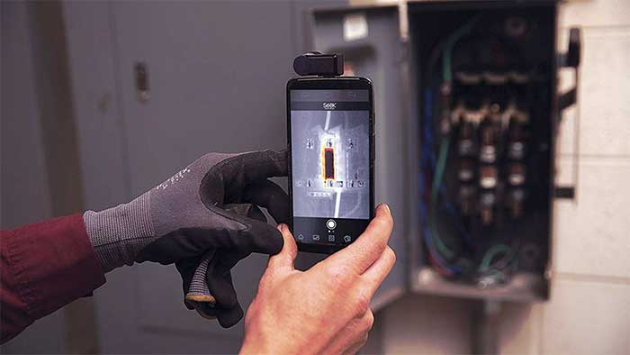 Handling a smartphone with thermal image