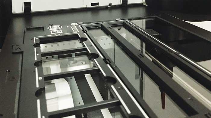 Film strip holder inside the epson v600